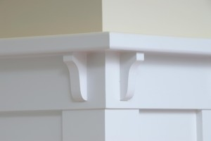 The top of the wainscot sometimes incorporates a plate rail that functions as a place to display pottery or other decorative arts.